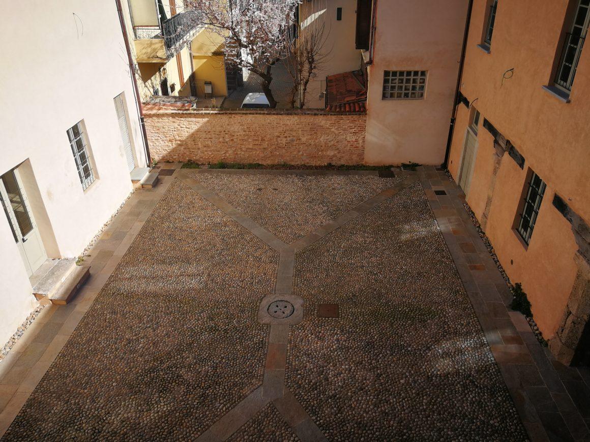 Villa Cà de Bossi - corte interna vista d'allato